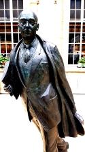 018_Hull_Larkin_Statue